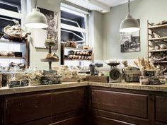 Het interieur van Boulangerie Traditionelle Jan Bussing. Ontwerp en uitvoering: Iep Meubelmakers
