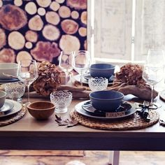 10 fun table setting ideas for your next home gathering or dinner party with gorgeous place settings and table accessories for your home and dining room. Ikea Table, Dining Table, Dining Room, Mantel Redondo, Winter Table, Table Accessories, Deco Table, Rice Paper, Decorating Your Home