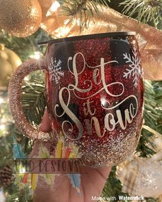 Taking advantage of my decor to take some photos! Diy Tumblers, Custom Tumblers, Glitter Tumblers, Glitter Cups, Glitter Ornaments, Christmas Tumblers, Christmas Crafts, Christmas Glitter, Tumbler Designs