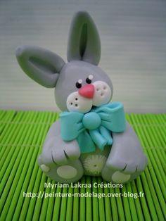 Lapin au ruban - Myriam Lakraa Créations - Pâte polymère Fimo (polymer clay rabbit with ribbon)
