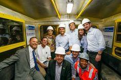 ENQUANTO A OPOSIÇÃO LUTA PARA PARAR  O BRASIL:  DILMA TRABALHA  Notícia boa, voce ve  por aqui  LINHA 4 DO METRÔ DO RJ VAI BENEFICIAR 300 MIL USUÁRIOS POR DIA  O túnel entre São Conrado e Barra está completamente escavado. Nova linha 4 do metrô entra em operação no primeiro semestre de 2016.  É isto ai o Brasil crescendo, desemprego em queda, aumento de renda …. Cada dia melhor  Parabéns! A menos política e a mais digna criatura que já ocupou o mais alto poder.   Para Dilma, bater panelas é…