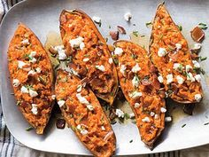This is a decadent yet savory way to serve sweet potatoes. If youre expecting vegetarians, make a couple of potatoes without the bacon. One potato can be enough for at least four people, depending on its size. Best Baked Potato, Twice Baked Sweet Potatoes, Baked Potato Recipes, Baked Potatoes, Baked Yams, Thanksgiving Side Dishes, Thanksgiving Recipes, Italian Thanksgiving, Potato Dishes