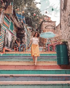 I've gathered a list of the 12 most Instagrammable places in Istanbul so you won't miss any of them. For every place, you will also find the exact spot on the map, so you can find your way... the insta-famous stairs are located in Cihangir, and you can actually find more than one... Istanbul Guide, Places To Travel, Places To Visit, Istanbul Travel, Turkey Travel, Plein Air, Happy Weekend, Antalya, How To Take Photos