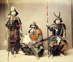 True samurai in yoroi. Yumi, Katana, Yari