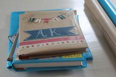 Als een boek er gezellig en mooi uitziet, sla je het sneller open. En dat extra zetje hebben we wel nodig als het om schoolboeken gaat… Reden genoeg om je kaftpapier te pimpen! Waarschuwing...