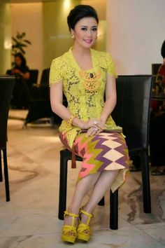 Simple yet elegant Kebaya #Indonesian #Indonesianfashion #style http://livestream.com/livestreamasia
