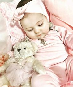So beautiful Cute Kids, Cute Babies, Baby Kids, Baby Grill, Turkish Art, Kids Lighting, Small Baby, Cute Baby Clothes, Baby Fever