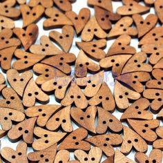 Дешевое F98 горячая распродажа новый деревянный швейные прекрасный форме сердца кнопка ремесло скрапбукинг браун 100 шт. бесплатная доставка, Купить Качество Пуговицы непосредственно из китайских фирмах-поставщиках:                 Улучшенный материал дерево          Великие дела украшения, чтобы сделать прекрасный декор для дом