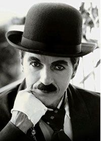 Charles Chaplin - Sir Charles Spencer Charlie Chaplin, KBE was an English comic actor and film-maker who rose to fame in the silent film era. Chaplin became a worldwide icon through his screen persona the Tramp and is considered one of the most i Golden Age Of Hollywood, Vintage Hollywood, Hollywood Stars, Classic Hollywood, Charlie Chaplin, Frases Charles Chaplin, Charles Spencer Chaplin, O Grande Ditador, Kino Movie