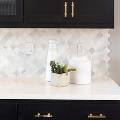 Tile backsplash- white and gray marble arabesque tiles