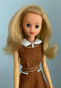 Vintage Barbie / German Francie - mit Originalkleid - selten | eBay Vintage Barbie, German, Disney Princess, Disney Characters, Ebay, Deutsch, German Language, Disney Princesses, Disney Princes