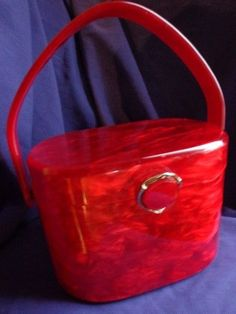 VINTAGE WILARDY RARE BRIGHT RED PEARL PURSE*CLASSIC SILVER FRAMED LUCITE CLASP!