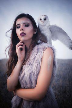 Model: Anna Kotłowska & owl Isil Sowa Luna Make up: Marta Beczek Make Up Artist Photographer: Adrianna Kunikowska