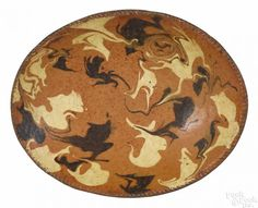 Connecticut redware oval loaf dish, early 19th c., with cream and brown marbled slip decoration - Price Estimate: $2000 - $4000