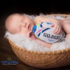 Raising your kids right! Rugby Girls, Rugby Men, Newborn Photos, Baby Photos, Baby Pictures, Rugby Nations, Rugby School, Rugby Poster, Rugby Shorts