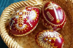 Straw Art, Easter Traditions, Egg Art, Beautiful Patterns, Art Techniques, Easter Eggs, Snowflakes, Fancy, Traditional