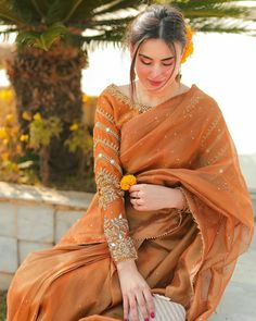Pakistani Fashion Party Wear, Pakistani Dresses Casual, Pakistani Dress Design, Dress Indian Style, Indian Fashion Dresses, Indian Designer Outfits, Saree Fashion, Women's Fashion, Stylish Sarees