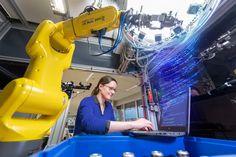 Künstliche Intelligenz unterstützt beispielsweise den Mitarbeiter in der Fertigung dabei, komplexe Zusammenhänge rasch zu erschließen und passende Maßnahmen einzuleiten. Foto: Robert Bosch GmbH