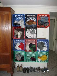 Ideas for the House Clothes Room Storage - Milk Crate Clothing Storage. Kids Clothes Storage, Clothing Storage, Milk Crate Furniture, Furniture Storage, Diy Furniture, Yarn Storage, Diy Storage, Garage Storage, Garage Organization