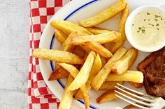 Knapperig vanbuiten, zacht vanbinnen: er gaat niets boven zelfgemaakte verse frites! - Recept - Allerhande