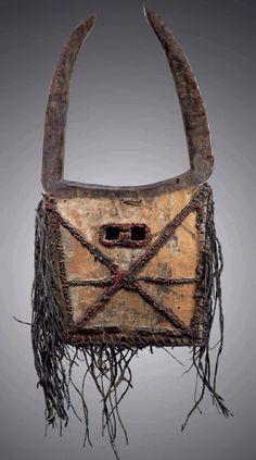 Tussian of Ivory Coast Arte Tribal, Tribal Art, Atelier D Art, African Sculptures, Art Premier, Art Sculpture, Africa Art, Cool Masks, African Tribes