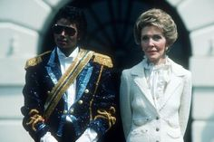 Michael Jackson and First Lady Nancy Reagan in 1984 at the White House Old Hollywood Glamour, Hollywood Stars, Look Star, Nancy Reagan, Celebrity Stars, Joan Crawford, Historical Pictures, Celebs, Celebrities