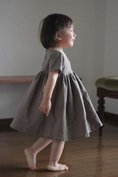 ハーフリネンギャザーワンピース(モカ) - enanna Girls Dresses Sewing, Sewing Kids Clothes, Dresses Kids Girl, Kids Outfits Girls, Cute Outfits For Kids, Baby Sewing, Girl Outfits, Cute Kids, Toddler Fashion