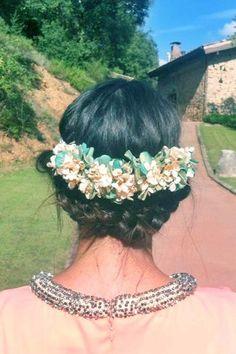 Corona de flores Wedding Events, Weddings, Flowers, Flower Crowns, Hair, Headpieces, Beauty, Brides, Dressing