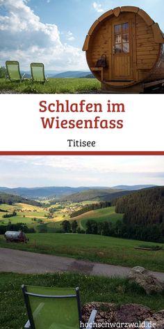 In Schwärzenbach, einem Ortsteil von Titisee-Neustadt kannst du im Wiesenfass schlafen. Dort ist die Welt grün und sie duftet nach Schwarzwaldwiesen. Von hier hast du einen tollen Blick ins Tal, zum Titisee und zum Feldberg. Parks, I Want To Travel, Vacation Trips, Places To Go, Wanderlust, Camping, Pink Grapefruit, Mountains, Kind