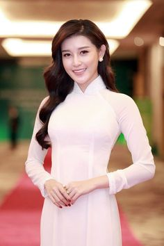 「ngoc han in ao dai」の画像検索結果 - Hot Girls Vietnamese Traditional Dress, Vietnamese Dress, Traditional Fashion, Traditional Dresses, Ao Dai, Dressy Dresses, Nice Dresses, Geisha, Cute Beauty