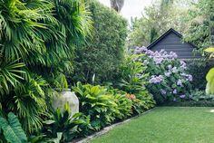10 Bold Cool Tips: Small Backyard Garden backyard garden vegetable thoughts.Backyard Garden Shed Patio backyard garden plants yards. Tropical Garden Design, Backyard Garden Design, Tropical Landscaping, Front Yard Landscaping, Landscaping Ideas, Backyard Ideas, Tropical Pool, Bali Garden, Desert Backyard