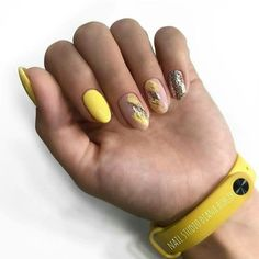 Cute yellow nails with silver glitter 23 Great Yellow Nail Art Designs 2019 1 Yellow Nails Design, Yellow Nail Art, Great Nails, Fun Nails, Nail Manicure, Nail Polish, Pedicure, Splatter Nails, Super Nails