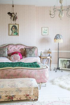 Maximalist design in the home of Pearl Lowe featuring Anna Hayman Designs cushions and lampshades Home Luxury, Luxury Interior, Bedroom Decor, Bedroom Wall, Bedroom Ideas, Blush Bedroom, Bedroom Quotes, Bedroom Interiors, Bedroom Stuff
