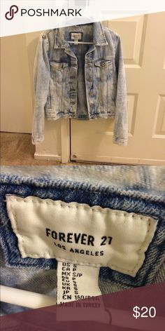 ❤️4 for $12❤️2H sale!❤️Washed out jean Jacket Adds a touch of street chic to any outfit Forever 21 Jackets & Coats Jean Jackets