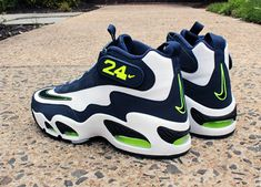 Nike Air Griffey Max 1 'Varsity Royal' for Sale in Los Angeles, CA - OfferUp Ken Griffey Jr Shoes, Best Workout Shoes, Zapatillas Jordan Retro, Nike Wallpaper Iphone, Nike Shoes, Sneakers Nike, Swag Shoes, Baskets En Cuir, Football Shoes