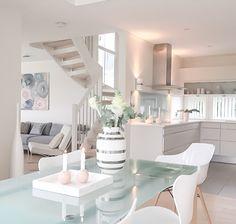 Fantastic soothing hues for a coastal home. #coastaldecor #shadesofblue