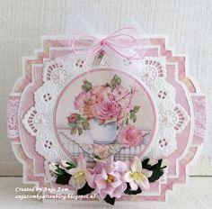 Hallo allemaal,     Ja ik vind ze zelf wel mooi deze.       Craftable CR1386 Pillowbox ( blaadjes)     Creatable LR0457 Petra's Circle wit...