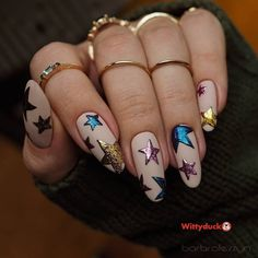 holiday vibes Holiday nails with starry patterns are becoming more and more popular each day: find your idea to flaunt with a stunning holiday vibe. Star Nail Designs, Manicure Nail Designs, Holiday Nail Designs, Simple Nail Designs, Nail Manicure, Star Nail Art, Star Nails, Metallic Nail Polish, Nail Polish Colors