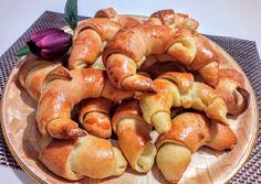 Sós-vajas kifli anyósom kelt tésztájából | Szilvia Mária Kilecz receptje - Cookpad receptek Pretzel Bites, Shrimp, Sausage, Bread, Chicken, Food, Sausages, Brot, Essen