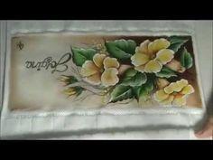 Pintando Flores em toalhinha de mão - YouTube