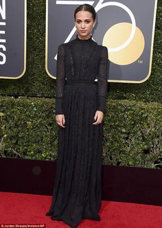 Alicia Vikander in Louis Vuitton at the 2018 Golden Globes Formal Dresses For Teens, Formal Dresses For Weddings, Golden Globe Award, Golden Globes, Elie Saab, Alicia Vikander Style, Louis Vuitton Dress, Sheer Gown, Style Classique