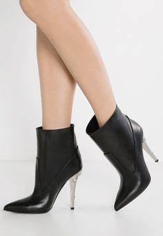 Versus Versace High Heel Stiefelette black | Stylaholic