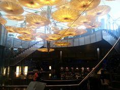 Interno ristorante lampadario