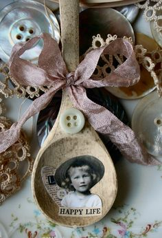 Happy Life Shabby Altered Collge Wooden Spoon by sugarlumpstudios Fork Crafts, Wooden Spoon Crafts, Cute Crafts, Spoon Art, Wood Spoon, Shabby Chic Crafts, Vintage Crafts, Silverware Art, Flatware
