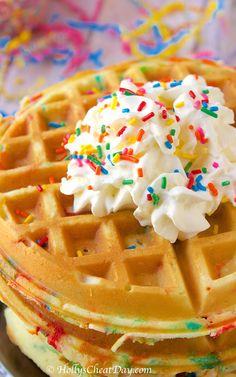 Mini cakes goat-zucchini and ricotta-spinach - Clean Eating Snacks Waffle Cone Recipe, Waffle Recipes, Waffle Desserts, Crepes, Cake Batter Waffles, Comida Disney World, How To Make Waffles, Waffle Cake, Breakfast Dishes