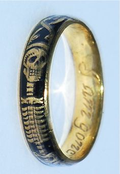 Momento Mori Ring, circa 1700. I want one of these so bad! but it would have to…