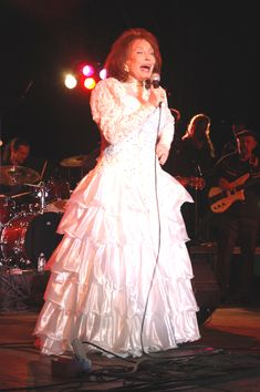 Loretta Lynn, country music icon, hospitalized after stroke. Loretta Lynn has been hospitalized in Nashville after she suffered a stroke at her home in Hurricane Mills, Tenn. Country Music Artists, Country Music Stars, Country Songs, Anthony Michael Hall, Chris Wood, Loretta Lynn, Robert Carlyle, Sarah Michelle Gellar, Peter Capaldi