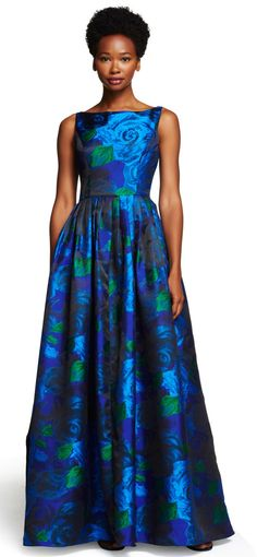 Featuring a full ball skirt with a gorgeous floral print throughout, this gown is destined to be a wardrobe favorite. Mob Dresses, Gala Dresses, Casual Dresses, Fashion Dresses, Ball Skirt, Dress Skirt, Lace Dress, Ball Gowns Evening, Evening Dresses