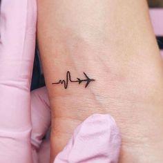 65 Cute Small Tattoos For Women: Tiny Tattoo Ideas Guide) Small Simple Tattoos - Small Tattoos For Women: Cute Feminine Little Designs + Cool Meaningful Small Tattoo Ideas Mini Tattoos, Cute Tiny Tattoos, Dainty Tattoos, Cool Small Tattoos, Little Tattoos, Small Tattoo Designs, Pretty Tattoos, Tattoo Designs For Women, Small Feminine Tattoos