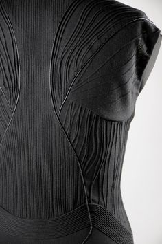 I love this technology, I would use it on all the fitted clothes, so it can change depending de costumer need it . Panelled bodice detail with stitched patterns using motion sensor embroidery; innovative textiles for fashion // Aeolia// Sport Fashion, Fashion Art, Fashion Design, Fitbit Models, Textile Manipulation, Smart Textiles, Textile Texture, Wearable Technology, Fashion Fabric